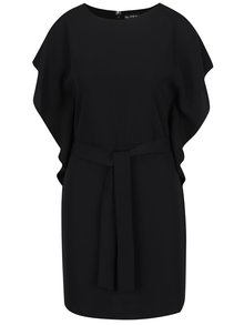 Černé šaty s volány na ramenou a páskem Miss Selfridge