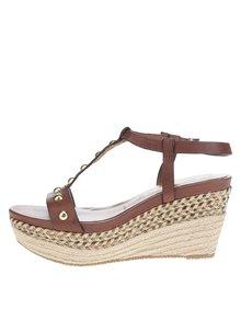 Hnědé kožené páskové sandály na klínu Tamaris