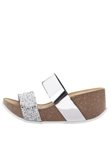Dámské lesklé pantofle ve stříbrné barvě na platformě OJJU