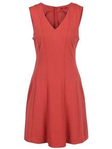 Červené šaty s véčkovým výstrihom s.Oliver