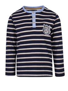 Tmavě modré klučičí pruhované triko s nášivkou 5.10.15.