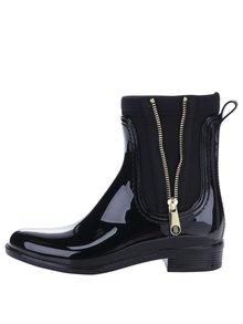 Čierne dámske gumové chelsea topánky so zipsom v zlatej farbe Tommy Hilfiger Odette