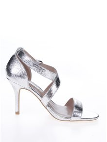Lesklé páskové sandálky ve stříbrné barvě Dorothy Perkins