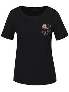 Čierne tričko s krátkym rukávom a výšivkou VERO MODA Emmy