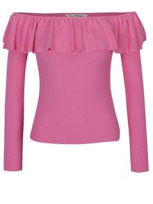 Ružový sveter s odhalenými ramenami a volánom Miss Selfridge