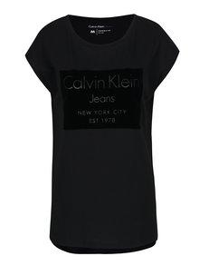 Černé tričko s potiskem v černé barvě Calvin Klein Jeans Tika