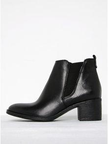 Čierne kožené chelsea topánky na podpätku Tamaris