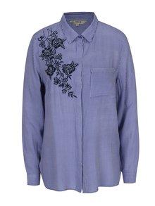 Bielo-modrá dámska pruhovaná košeľa s výšivkou kvetín M&Co