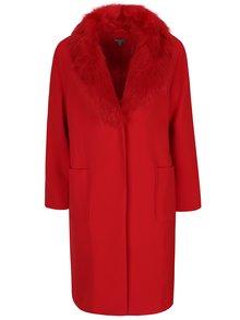 Červený kabát s umělým kožešinovým límcem Ulla Popken
