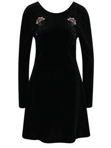 Čierne zamatové šaty s výšivkami VILA Velva