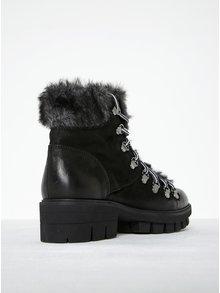 Čierne kožené členkové topánky s umelou kožušinou Tamaris