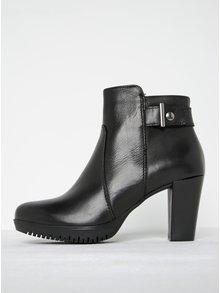 Černé kožené kotníkové boty na podpatku s přezkou Tamaris
