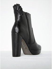 Čierne kožené členkové topánky s riasením na podpätku Tamaris