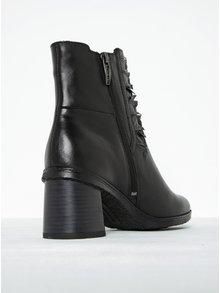 Čierne kožené chelsea topánky s riasením na podpätku Tamaris