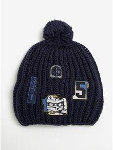 Tmavě modrá klučičí čepice s nášivkami a bambulí Lego Wear Ayan