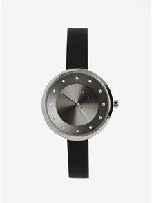 Postriebrené hodinky s čiernym silikónovým remienkom Pilgrim