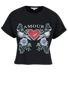 Černé crop tričko s krátkým rukávem a potiskem Miss Selfridge