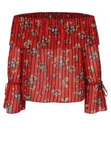 Červená květovaná halenka s odhalenými rameny Miss Selfridge