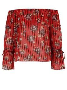 Červená kvetovaná blúzka s odhalenými ramenami Miss Selfridge
