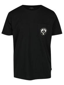 Černé pánské tričko s krátkým rukávem a náprsní kapsou Makia Harbour