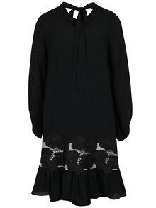 Černé šaty s krajkou a volánem NISSA