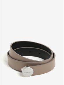 Béžový dámsky kožený opasok s okrúhlou sponou Calvin Klein Plaque
