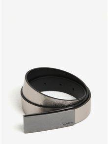 Metalický dámský kožený pásek ve stříbrné barvě Calvin Klein Jeans Curved