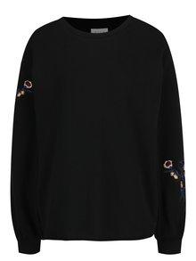 Černá volná mikina s výšivkami květin VILA Smira