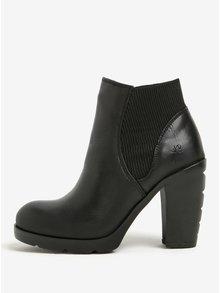 Čierne dámske kožené chelsea topánky na vysokom podpätku Fly London