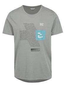 Šedé tričko s potiskem a prodlouženým zadním dílem Jack & Jones Hake