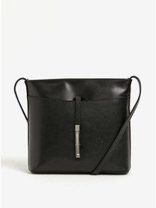 Čierna dámska kožená crossbody kabelka s detailom v striebornej farbe KARA