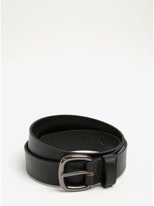 Čierny kožený opasok s metalickou prackou Pieces Rena