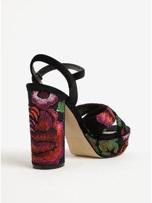 Černé sametové květované sandálky na širokém podpatku Miss Selfridge Cami