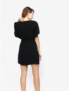 Čierne šaty s krátkymi netopierími rukávmi MISSGUIDED