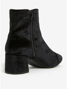 Čierne zamatové členkové topánky Miss Selfridge