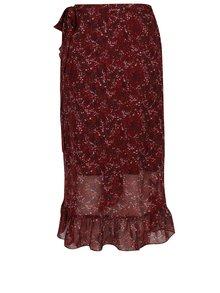 Vínová kvetovaná zavinovacia sukňa s volánmi VERO MODA Camille