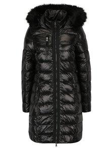Čierny prešívaný páperový zimný kabát s umelým kožúškom VERO MODA Onella