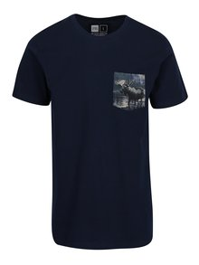 Tricou bleumarin cu print pe buzunar Dedicated Stockholm Pocket Moose