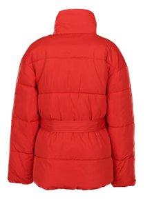 Červená prešívaná bunda s opaskom Miss Selfridge