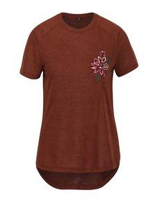 Tricou asimetric maro cu broderie florala - ONLY Helena