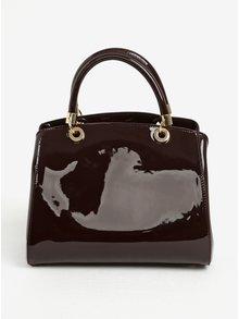 Vínová lesklá kabelka do ruky s přívěskem Juno