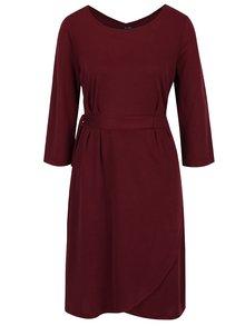 Vínové šaty se zavazováním v pase Yest