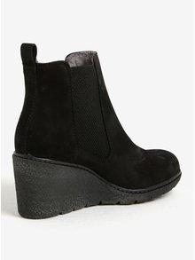 Čierne kožené chelsea topánky na plnom opätku Tamaris