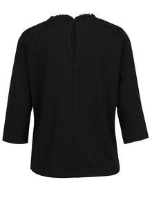 Černé tričko s 3/4 rukávem a volánem u krku ONLY Victoria