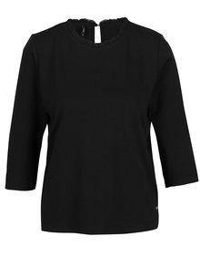 Čierne tričko s 3/4 rukávom a volánom pri krku ONLY Victoria