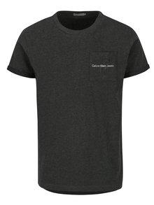Tmavě šedé pánské tričko s náprsní kapsou a potiskem Calvin Klein Jeans Bolan
