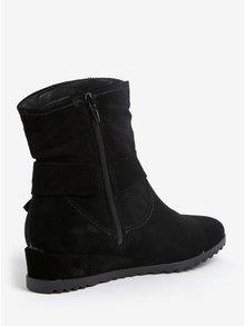 Čierne semišové členkové topánky na nízkom klinovom podpätku Tamaris