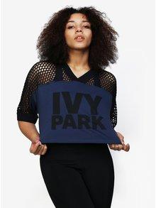 Černo-modrý crop top s perforovaným rukávem Ivy Park