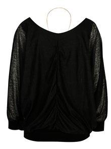 Čierna blúzka s dlhým rukávom a náhrdelníkom Madonna