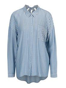 Bielo-modrá pruhovaná voľná košeľa s mašľou na chrbte ONLY Bluff